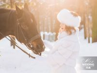 Зимняя невеста в шубке из норки и меховой повязке на голову